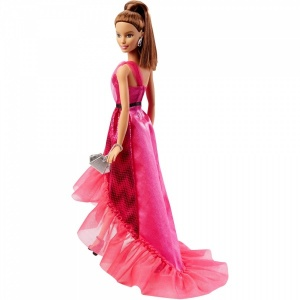 Barbie ve Büyüleyici Pembe Elbisesi  (Kumral Saçlı)