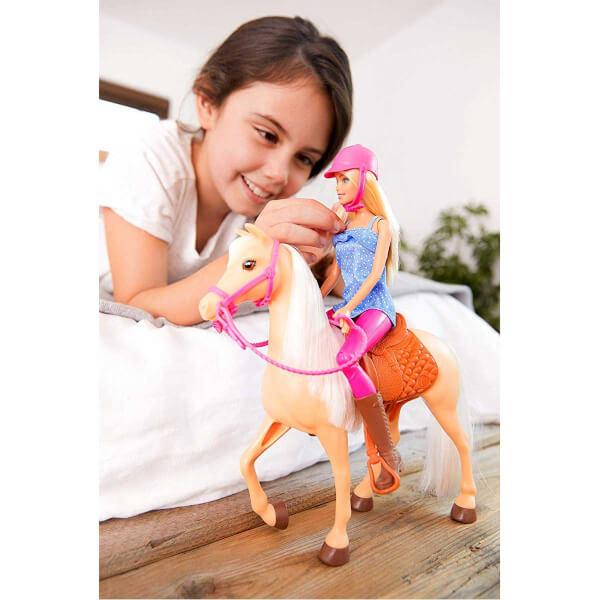 Barbie Bebek ve Güzel Atı Oyun Seti FXH13